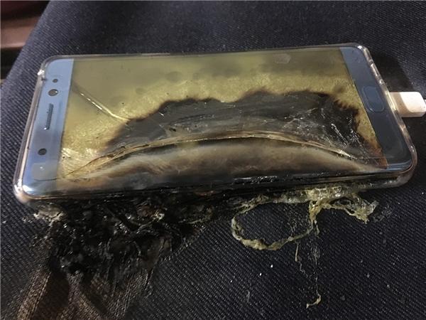 Một chiếc Galaxy Note 7 khác bị cháy nổ. (Ảnh: internet)