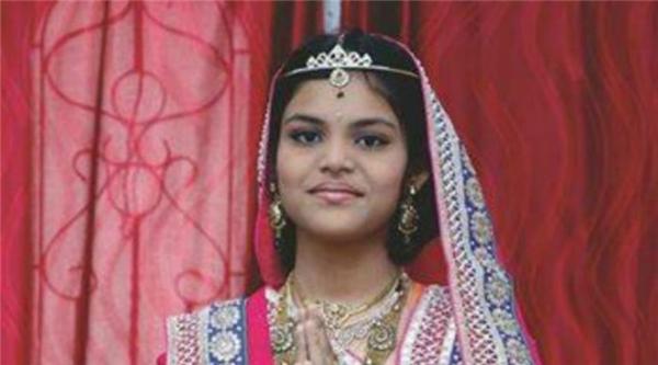 Hai ngày sau khi kết thúc lễ,cô bé đã đột ngột qua đời vì suy tim và tụt huyết áp.