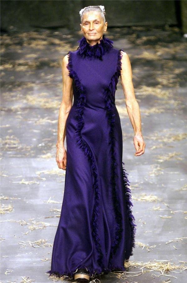 Daphne catwalk vào năm 1999.