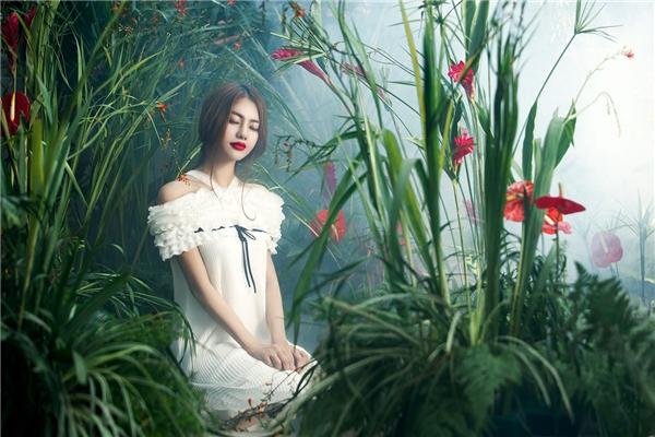 Với sự đầu tư nghiêm túc dành cho công việc nghệ thuật, Linh Chi cũng dần được khán giả yêu thương nhiều hơn. Nữ diễn viên, người mẫu cho biết đây cũng chính là động lực để cô cố gắng phấn đấu nhiều hơn trong thời gian tới.