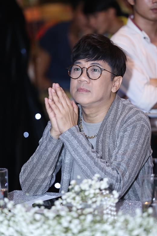 Phạm Hương đọ dáng quyến rũ bên Hương Giang Idol