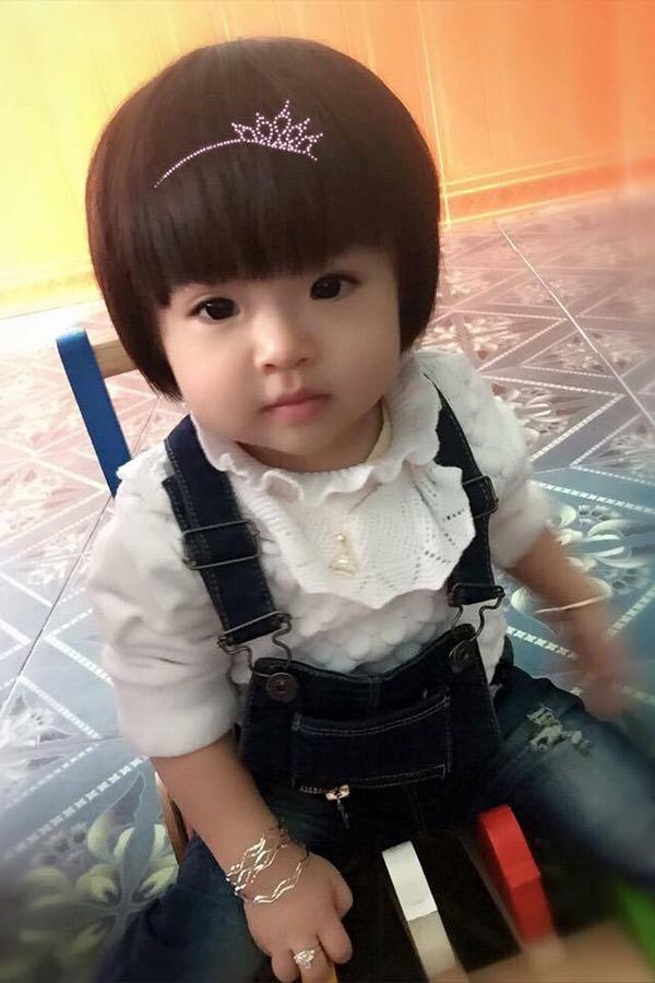 Phát hờn với phong cách chất lừ của bé gái Việt 20 tháng tuổi