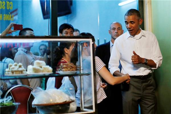 """Quán """"bún chả Obama"""" bị tố mất vệ sinh và có thái độ xem thường khách"""