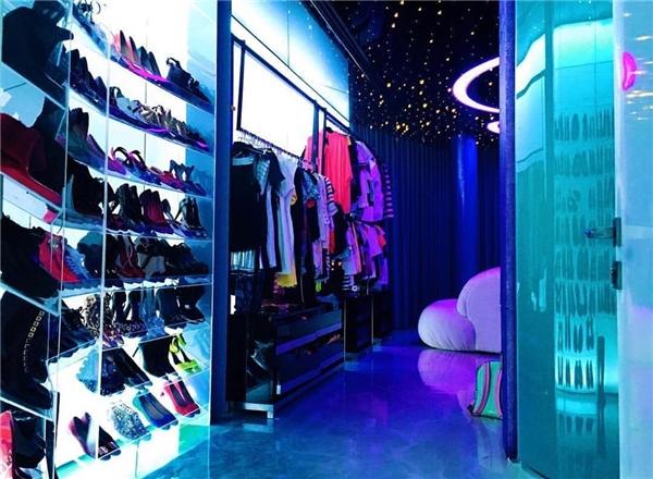 Phòng chứa quần áo đâu chỉ có trong phim ảnh, cô nàng @claretgiangle cũng sở hữu một căn đấy thôi.(Ảnh: Instagram @richkidsofvietnam_)