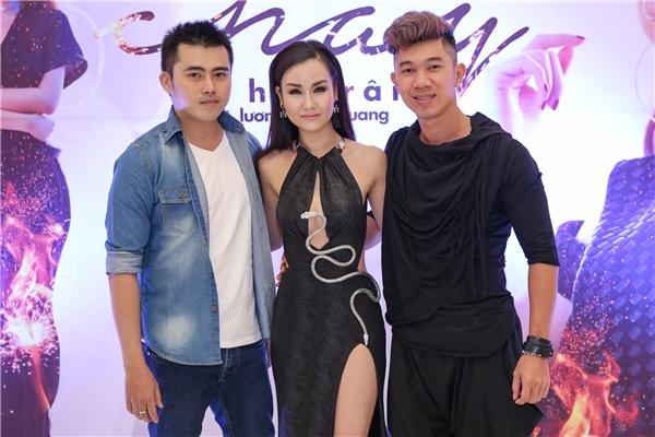 Trong MV Cháy lần này, bên cạnh vai trò producer, Lương Bằng Quang còn hỗ trợ Võ Hạ Trâm khi cùng xuất hiện trong MV.