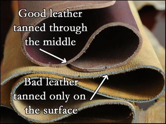 Bề mặt da thậtvẫn còn để lại dấu vết gồ ghề tương đối và khi nhìn kĩ sẽ có những lỗ chân lông nhỏ.