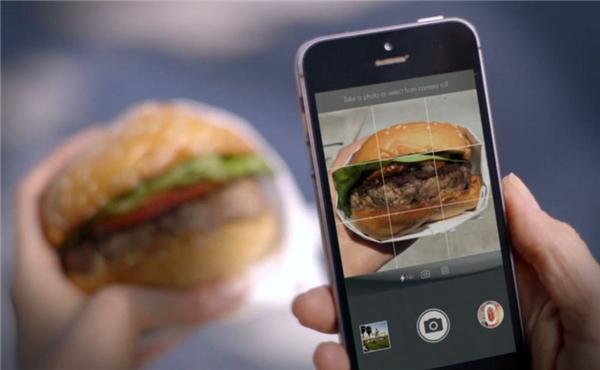 Chụp ảnh và tag mùi hương thông qua một ứng dụng được thiết kế riêng. (Ảnh: internet)