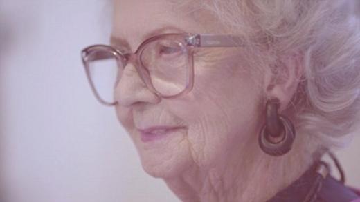 Bà Bo Gilbert đã chứng minh phong cách thời trang không có giới hạn tuổi tác.