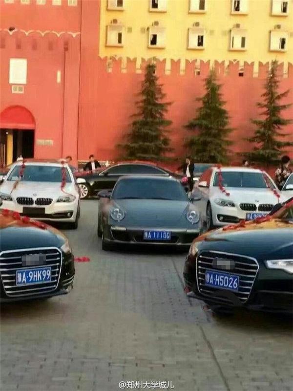 Choáng với màn cầu hôn bạc tỷ bằng 16 siêu xe của thiếu gia giàu có