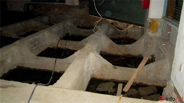 Hệ thống móng của Thương xá TAX lộ diện sau khi mặt nền được bóc đi.
