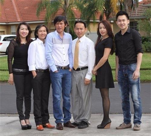 Danh hài Hoài Linh và các anh chị em trong gia đình. - Tin sao Viet - Tin tuc sao Viet - Scandal sao Viet - Tin tuc cua Sao - Tin cua Sao