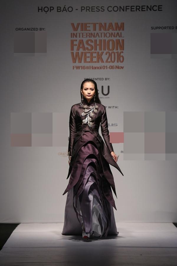 Ngọc Châu - Quán quân Vietnam's next top model 2016 sẽ là gương mặt mở màn tạiVietnam International Fashion Week Thu Đông.