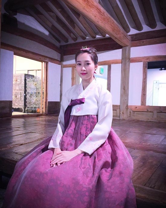 """Trong trang phục màu hồng nhẹ nhàng, """"thần tiên tỉ tỉ"""" của chúng ta toát lên một nét đẹp thuần khiết, dịu dàng không thua gì các mĩ nhân Hàn. - Tin sao Viet - Tin tuc sao Viet - Scandal sao Viet - Tin tuc cua Sao - Tin cua Sao"""