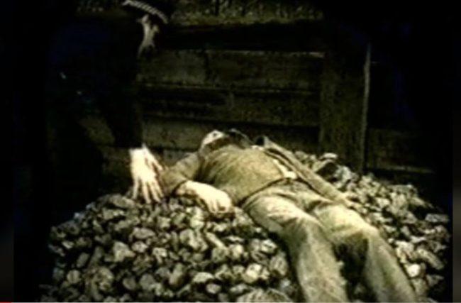 Vị trí chết kì lạ của Adamski. (Ảnh: Internet)