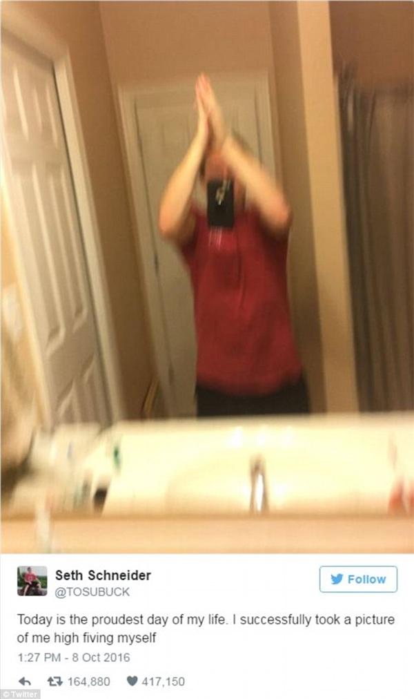 Anh kĩ sư đã tạo nên một trào lưu selfie đầy mới mẻ.