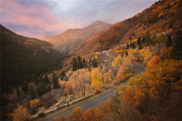 Vale, Oregon: Thời điểm đẹp nhất để đến với nơi đây chính là khi toàn bộ những triền núi, triền đồi ở đây được phủ kín trong sắc đỏ rực của lá thu.