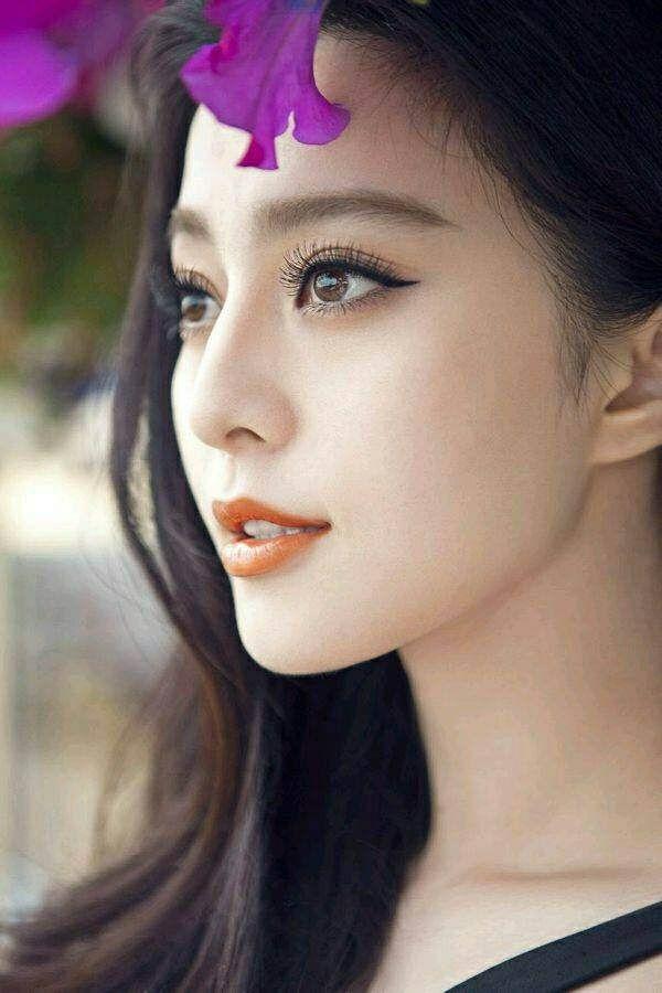 Phạm Băng Băng là mỹ nhân có ngoại hình hoàn hảo thuộc hàng bậc nhất của làng giải trí, và góc nghiêng của cô nàng thì đẹp xuất sắc đến nỗichẳng lời nói nào có thể diễn tả được.