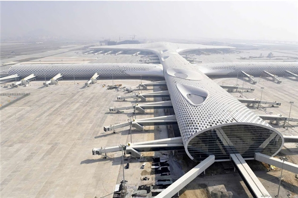 Sân bay quốc tếBảo An ởThâm Quyến,Trung Quốc do kiến trúc sưMassimiliano và Doriana Fuksas thiết kế vàmất ba năm xây dựng.
