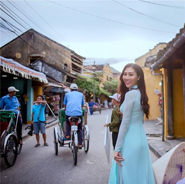Diệu Ngọc trong chuyến về Đà Nẵng, Hội An quay video clip giới thiệu gửi đến Hoa hậu Thế giới 2016.