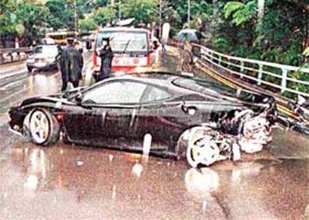 Chiếc xe chở Lưu Đanbị tai nạn trên đường cao tốc Thâm Quyến.