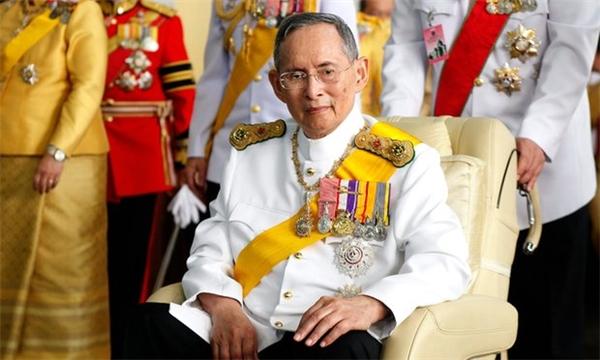 Cung điện Hoàng gia Thái Lan chính thức thông báo quốc vươngBhumibol Adulyadej đã trút hơi thở cuối cùng vào chiều nay ở tuổi 88.