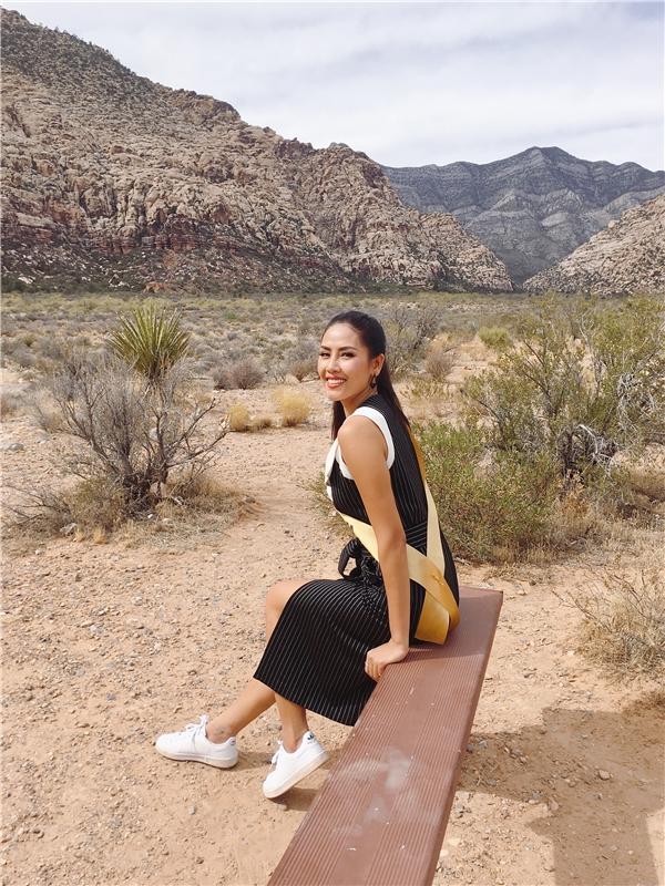 Trong suốt hai ngày vừa qua, các thí sinh đã được tham quan những địa điểm với khung cảnh kỳ vĩ như hẻm núiGrand Canyon và Red Rock Canyon.Á hậu Nguyễn Thị Loan thật sự thích thú trước sự hung vĩ và hào hứng khám phá.