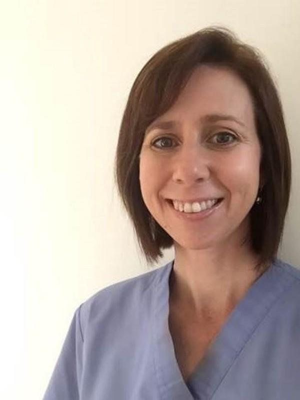 """Chân dung nữ y tá người Úc gây xôn xao xã hội với bức tâm thư """"chạm đến trái tim""""."""