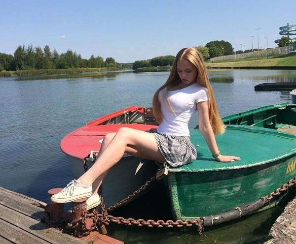 Trên trang Instagram, Oksana thường xuyên đăng tải nhiều hình ảnh mặc bikini hết sức nóng bỏng, quyến rũ.
