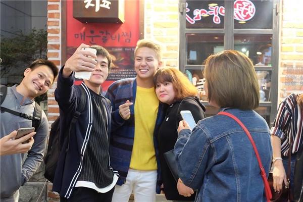 Đồng thời, họ còn có dịpgặp gỡ, giao lưu với các bạn khán giả Hàn Quốc và Nhật Bản cũng như các khán giả Việt Nam sống tại Hàn đã đồng hành cùng chương trình suốt 13 tập vừa qua. - Tin sao Viet - Tin tuc sao Viet - Scandal sao Viet - Tin tuc cua Sao - Tin cua Sao