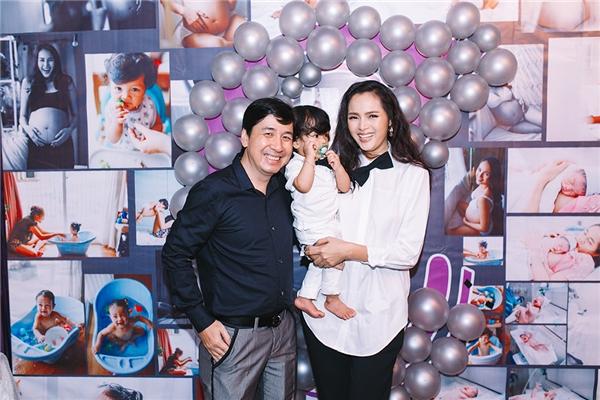 Đến chia vui với Diễm Châu có nhiều người bạn thân thiết của cô như: diễn viên Kim Tuyến, người mẫu Châu Thanh Trúc,…