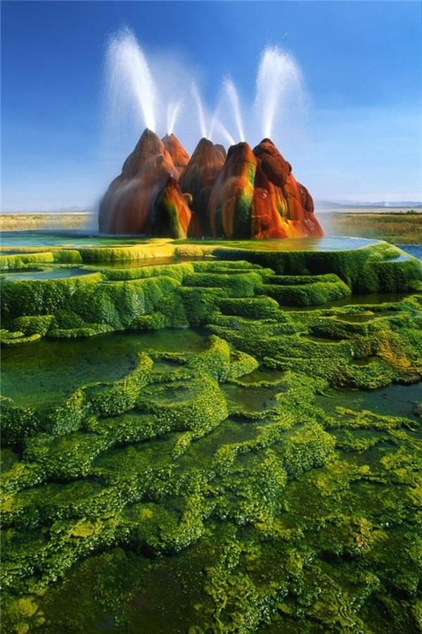 """Mạch nước phunFly Geyser, Nevada, Mỹ từng được mệnh danh """"Sao Hỏa trên Trái Đất"""" hay """"chốn thần tiên giữa sa mạc Nevada""""."""