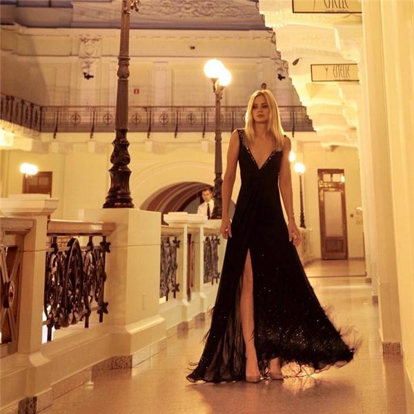 Julia Stakhiva (24 tuổi), người thừa kế của một tập đoàn sản xuất thực phẩm vô cùng quyền lực ở Ukraine, từng tuyên bố mình quá xinh đẹp để phảiđi làm.