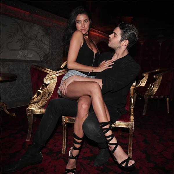Xung quanh anh chàng này luôn có hàng tá chân dài vây quanh, cả nổi tiếng lẫn đang muốn nổi tiếng, chẳng hạn Kendall Jenner, Lindsay Lohan hay Allesandra Ambrosio.