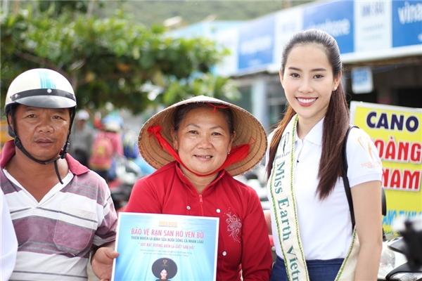 Cũng trong hôm nay, ban tổ chức Miss Earth đã chính thức giới thiệu video clip của các thí sinh về hoạt động vì môi trường. Phần thi của đại diện Việt Nam nhận được sự quan tâm và bày tỏ tình cảm của khán giả khắp nơi khi cô kể về hành trình bảo vệ môi trường và rạn san hô tại đảo Nam Du, tỉnh Kiên Giang.