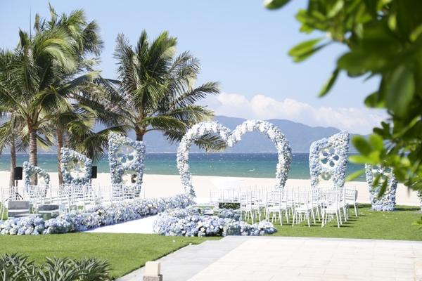 Đám cưới được tổ chức giữa rừng cẩm tú lung linh.