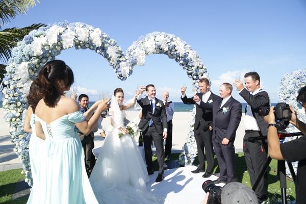 Andrew đã bí mật nhờ một công ty tổ chức tiệc cưới chuẩn bị hôn lễ lãng mạn trong resort 5 sao tại Đà Nẵng.