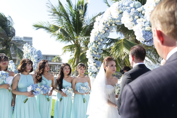 Đám cưới được tổ chức tại Đà Nẵng với rất nhiều khách mời.