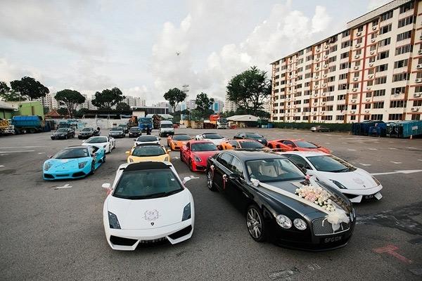 Không khó để bạn bắt gặp một đoàn rước dâu toàn bằng xe hơi hạng sang trên đường phố.