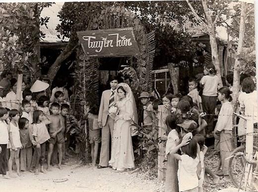 Thời xưa, đám cưới được tổ chức ngay trong nhà của cô dâu, chú rể.