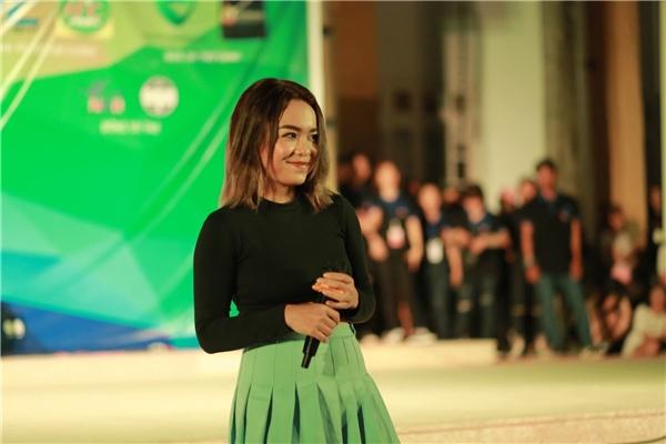 Đi cùng Tronie trong show diễn lần này còn có Thái Trinh và Việt My.