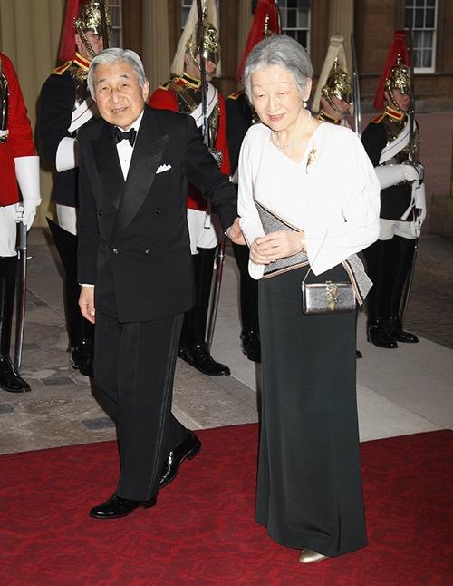 Hoàng hậu Michiko xuất hiện vô cùng xứng đôi với Thiên hoàng Nhật Bản.