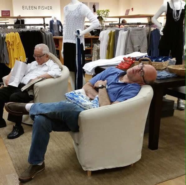 Vừa cười vừa thương các ông chồng có vợ nghiện shopping