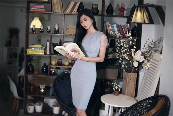 Sắc xám tro đặc trưng của mùa mốt Thu - Đông được Pivoine thể hiện qua chiếc váy xòe điệu đà cùng váy ôm gợi cảm chừng mực.
