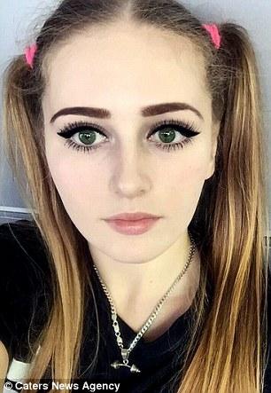 Người đẹp có gương mặt của búp bê Barbie và... vạm vỡ như búp bê Ken