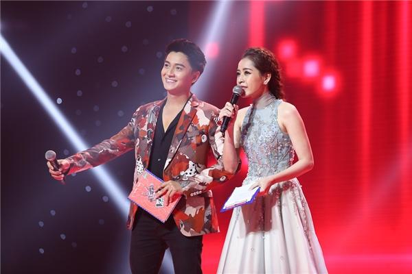 2 MC vô cùng duyên dáng, vui tính của chương trình Giọng hát Việt nhí 2016: Chi Pu và Ngô Kiến Huy - Tin sao Viet - Tin tuc sao Viet - Scandal sao Viet - Tin tuc cua Sao - Tin cua Sao