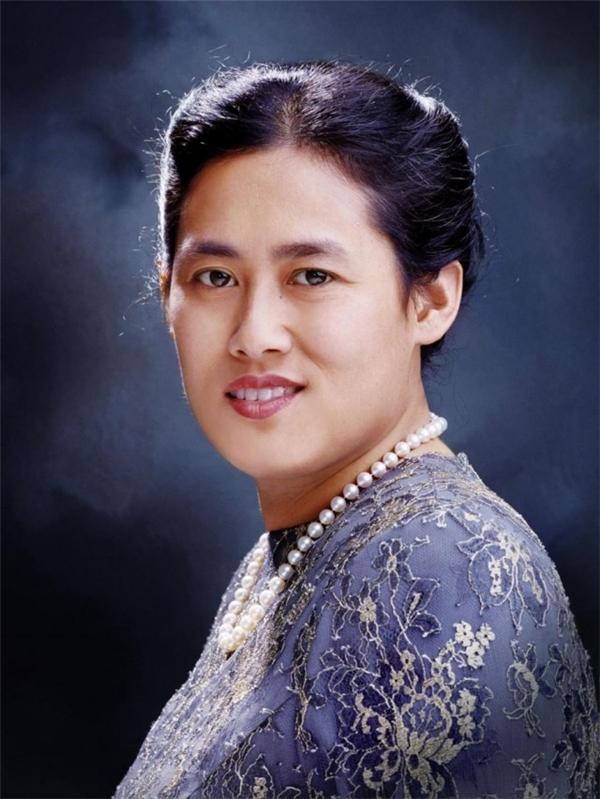 Trong đócô công chúa thứ hai,Maha Chakri Sirindhorn được người dân hết mực yêu quý và kính trọng.