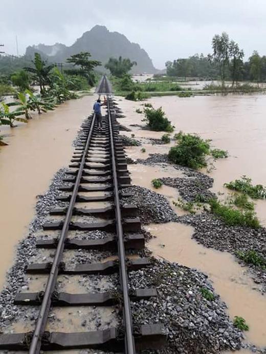 Tuyến đường sắt tại Quảng Bình có nguy cơ ngập (Ảnh: Thiện Lương)