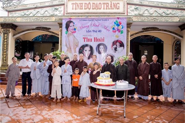Thu Hoài mừng sinh nhật bằng buổi hoạt động từ thiện