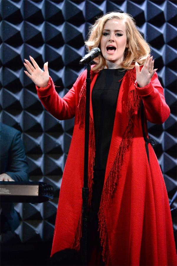 Album 25 giúp Adele thu về số tiền khổng lồ.