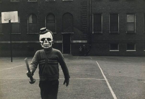 Cảnh tượng trông không khác gì một bộ phim kinh dị mà nhân vật chính là một kẻ sát nhân hàng loạt trong đêm Halloween.